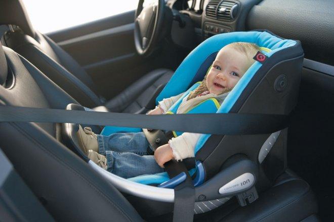 Как перевозить новорожденного в машине по правилам?