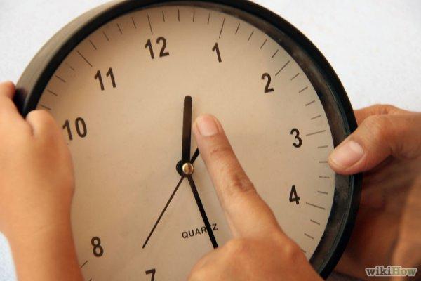 Нужны крупные часы, у которых крупные стрелки