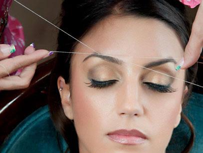 Как правильно выщипывать брови ниткой?