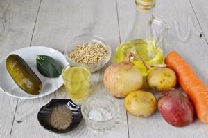 Ингредиенты для рассольника с перловкой и солеными огурцами