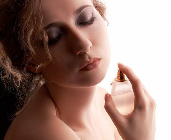 Как действуют духи с феромонами на мужчин?