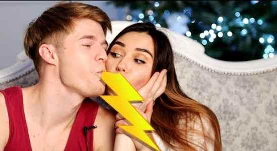 Как правильно целоваться, как двигать языком - видео уроки